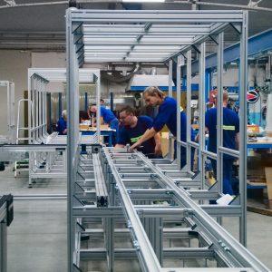 Stavba linky - konstrukce z hliníkových profilů